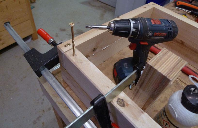Variante 1: Mittels 6x80mm Holzschrauben Ober- und Unterteil miteinander verschraubt