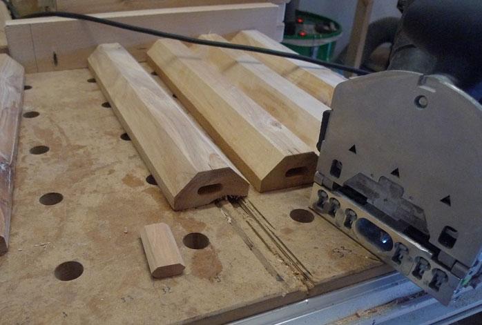 Die Bodenstege sollen mittels Domino-Dübel am Rahmen befestigt werden