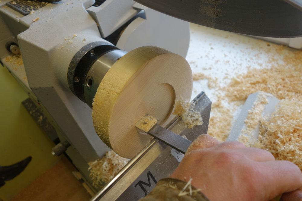 Rezess mittels Rechteckschaber hergestellt