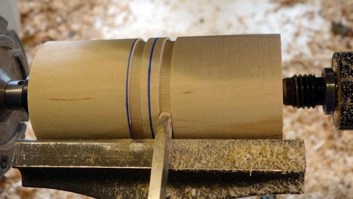 5mm links und rechts der Mitte wird ein 6mm breiter Steg abgerichtet