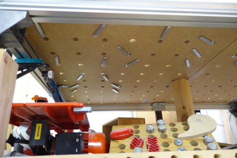 Zirbendeckel mit Eschenbrett verleimen-Befestigungssicht von unten