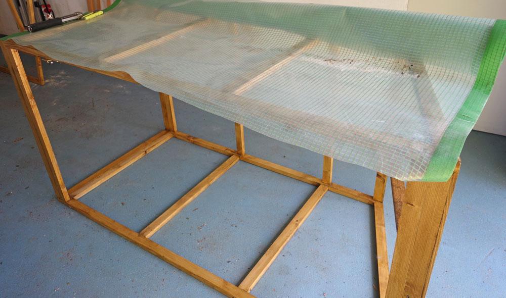 Seitenteile mit gewebeverstärkter, UV fester Kunststofffolie versehen