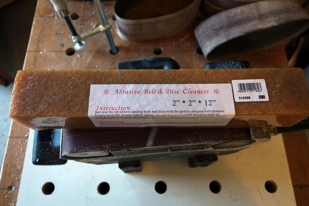 Abrasive belt cleaner