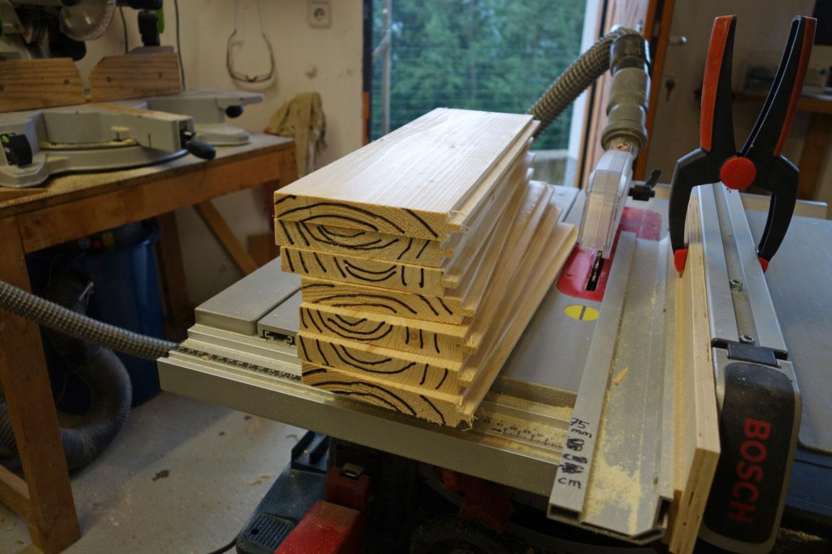 Holzfaserverläufe anzeichnen um Leimfolge zu erhalten