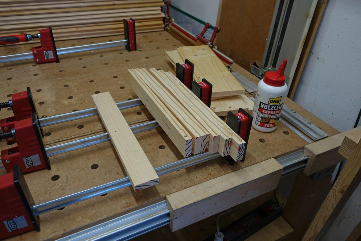 Holzstäbe für den Deckel verleimen