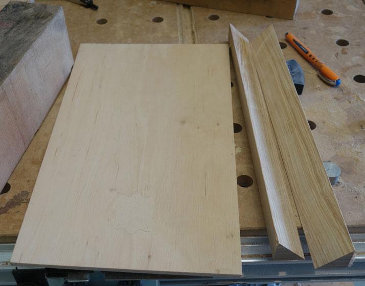 Unterlegsplatte aus 9mm Sperrholz zugeschnitten