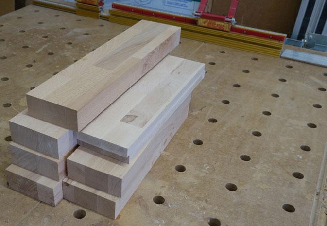 Teile für die Füße der Sitzbank herausgesucht