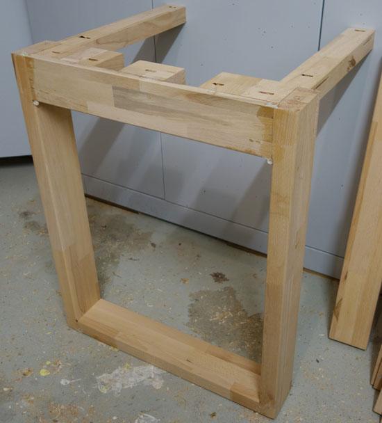 Fertige Tischgestell-Hälfte
