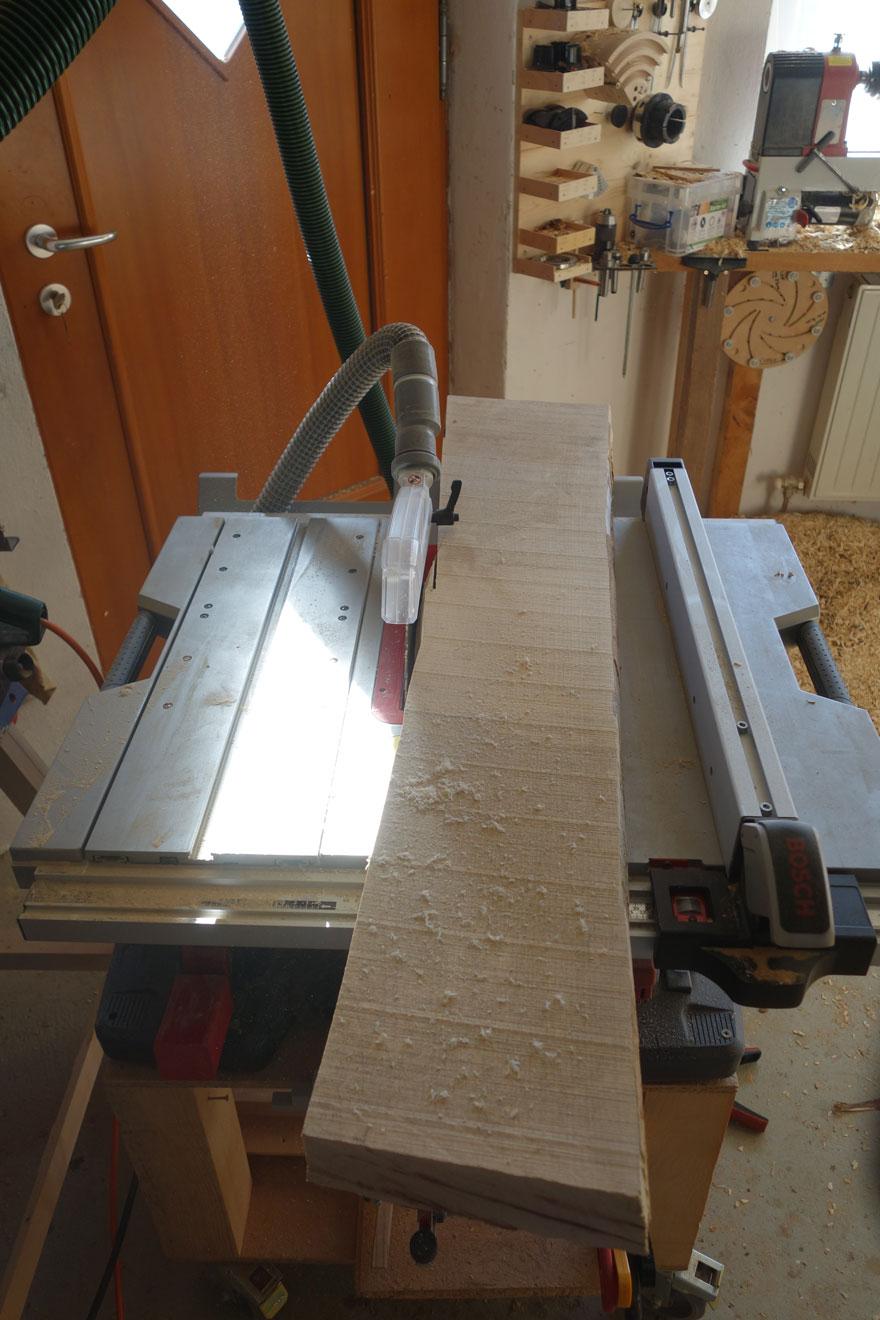 Der 60mm starke Ahornpfosten dient als Rohling für die Kufen