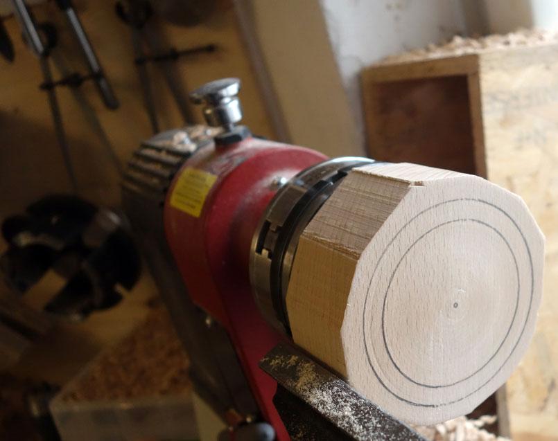 Durchmesser (68/84mm) mittels Bleistift angezeichnet