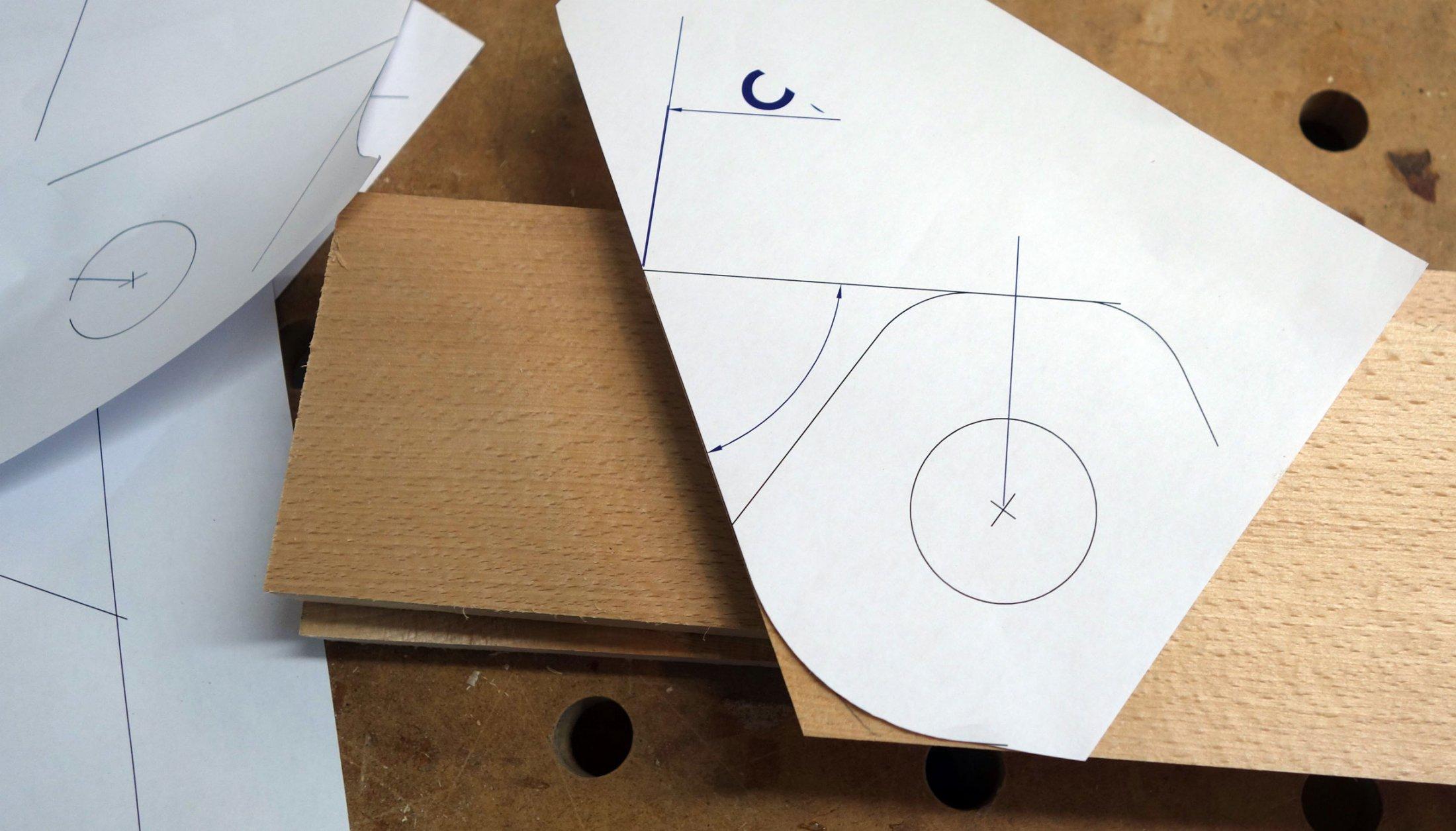Winkel und Radius der zweiten Fußseite aus einem maßstabsgetreuen Ausdruck angezeichnet