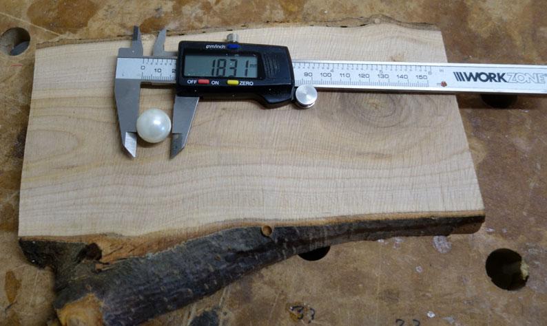 Von der vorhandenen Kugel (Murmel) wird der Durchmesser ermittelt