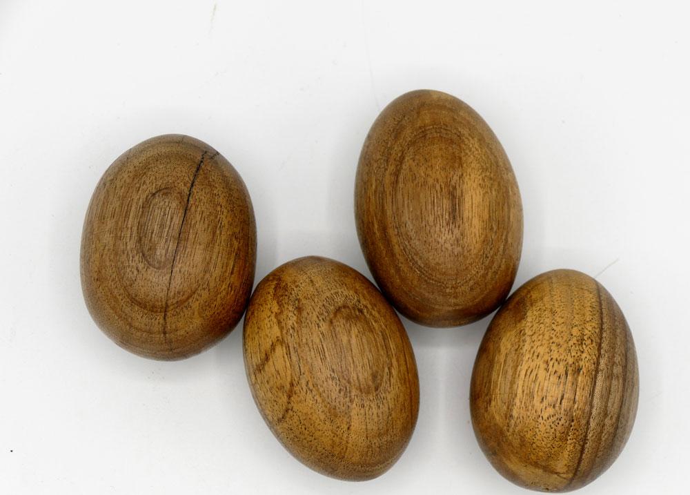 Holzeier aus Walnussholz