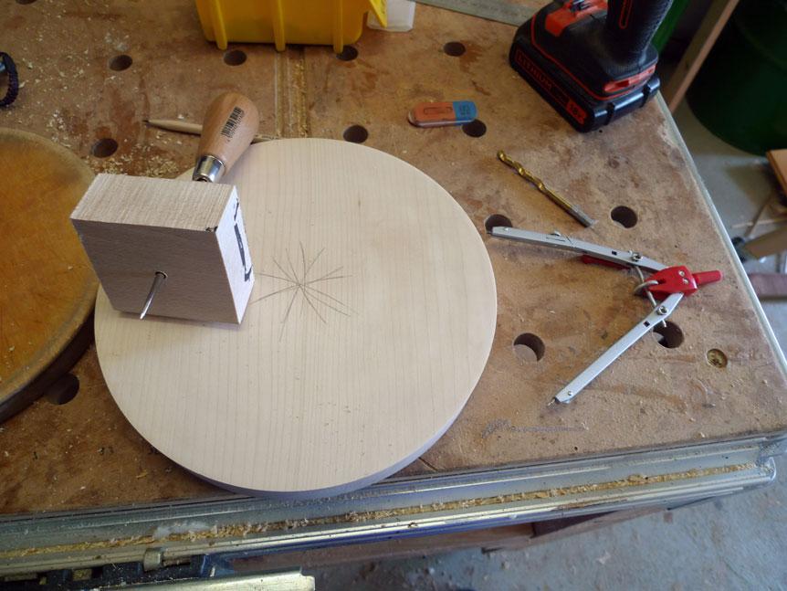 Das Blindholz für die Befestigung auf der Unterseite vorbereiten