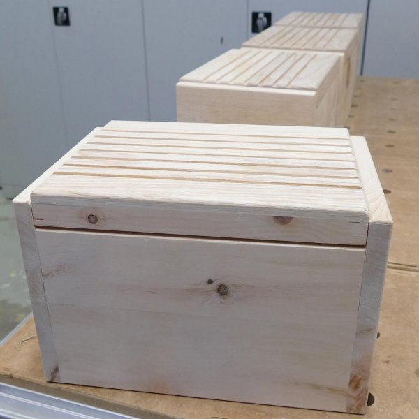 Fertige Brotdose aus Zirbenholz
