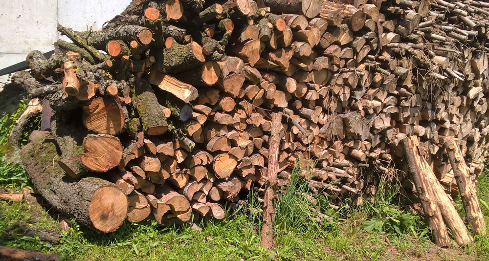 Holzhaufen - Fertig zum Verheizen