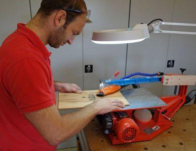 14-Herstellung-einer-Schablone-für-die-Tuerscharniere