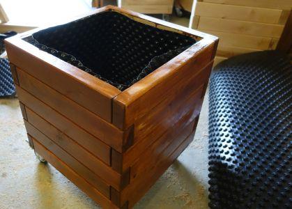 Aussen wurde konventionelle Holzschutzlasur eingesetzt