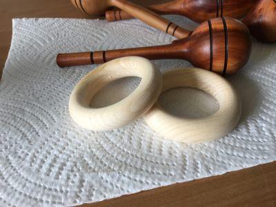 Beißringe aus Zirbenholz