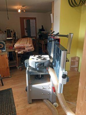 Hobelmaschine auf das Dickenhobeln umgerüstet