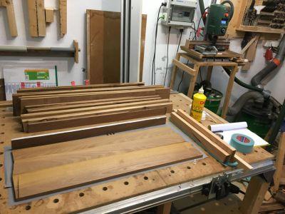 Leimholz für die Dachseitenteile aus Akazienholz