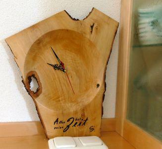 Astschalen-Uhr aus Birne