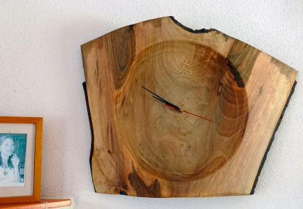Astschalen-Uhr aus Wallnuss