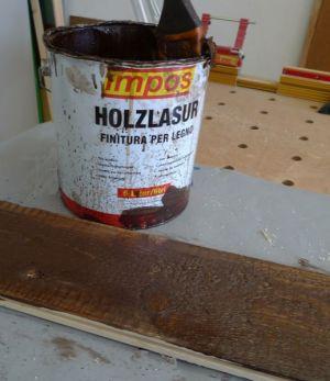 Unterseite mit Holzlasur eingelassen