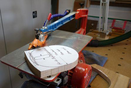 Die Basisplatte wurde auch mit der Dekupiersäge ausgesägt
