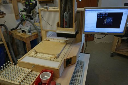 Nach der Konstruktion mittels CAD-Programm, wurden die Teile mit der CNC Fräse (Solidis) ausgefräst