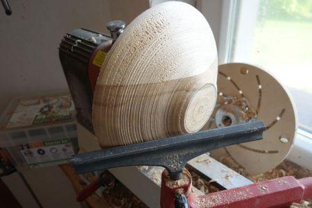 Unterseite der Schale grob formen