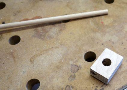 10mm Loch von oben für den Stift gebohrt.