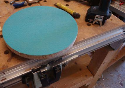Klettverschluss auf Pressspannplatte befestigt