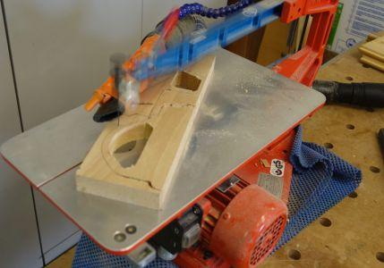 Fahrzeug-Body mittels Dekupiersäge ausgeschnitten