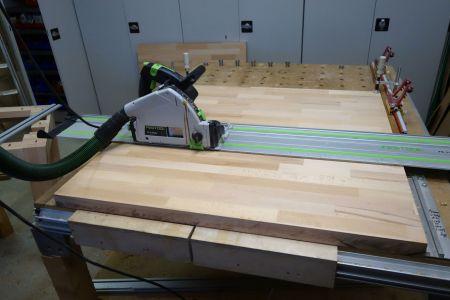 Tischplatte an der verleimten Stelle wieder aufgetrennt