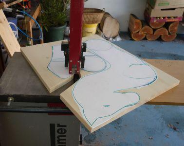 6mm breites Band an der Bandsäge dient zum Ausschneiden