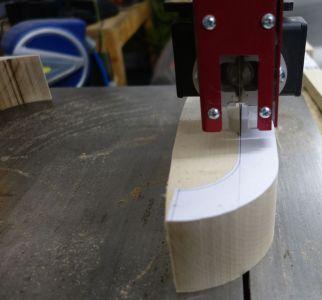 Mittels Bandsäge die Bügel ausgeschnitten