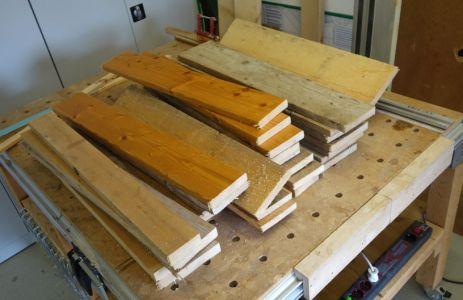 Übersicht über die auf Länge geschnittenen Bretter