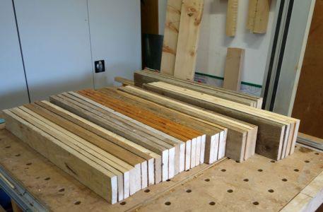 Vier Bretter bilden eine Etage und müssen über die gleiche Breite verfügen