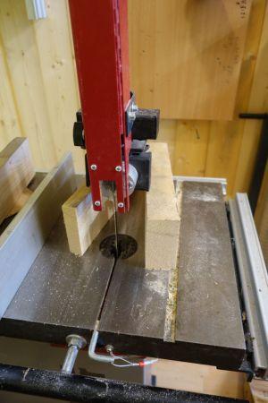 Eine Buchenkantel wurde auf 48mm in der Breite aufgesägt