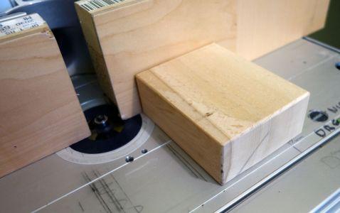 Mittels 3mm Rundfräser wurden die Kanten abgerundet