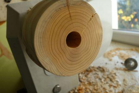 Fertig gebohrtes Loch in der Mitte zur Aufnahme der Stange