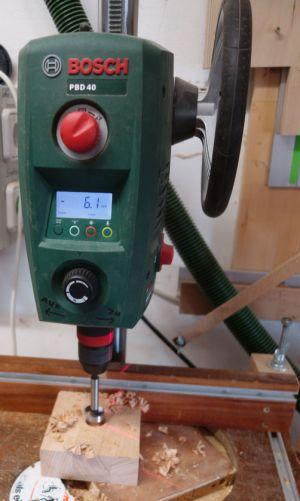 Ein 25mm Loch in der Bodenplatte nimmt den Sockel vom Zentrierstab später auf.