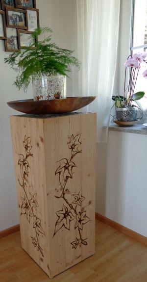 Holzsäule im Wohnzimmer