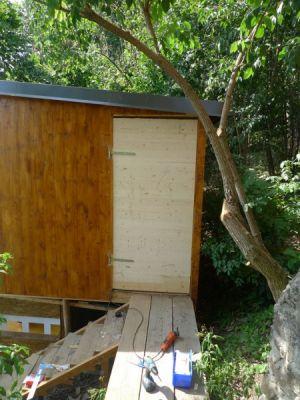 Grundholz mit Schanieren versehen