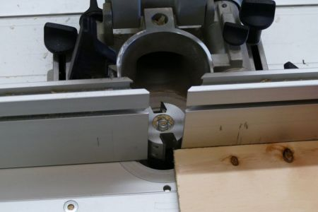 GB2-29-Bretter mittels Falzfräser auf 90° abrichten2