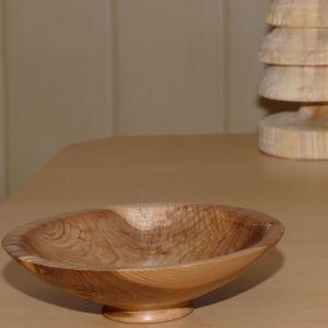Fertig gedrechselte Schale aus einer Kirsch-Astgabel