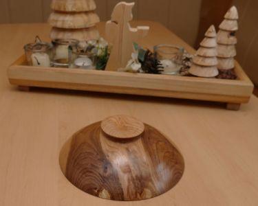 Unterseite der gedrechselten Schale aus einer Kirsch-Astgabel