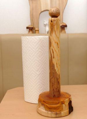 Küchenrollenhalter aus Eiben- und Vogelbeerenholz