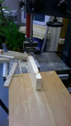GB2-24-Mit der Bandsäge die 41mm starken Bretter auftrennen-1